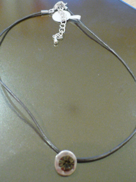 Short charcoal leather necklace single crystal