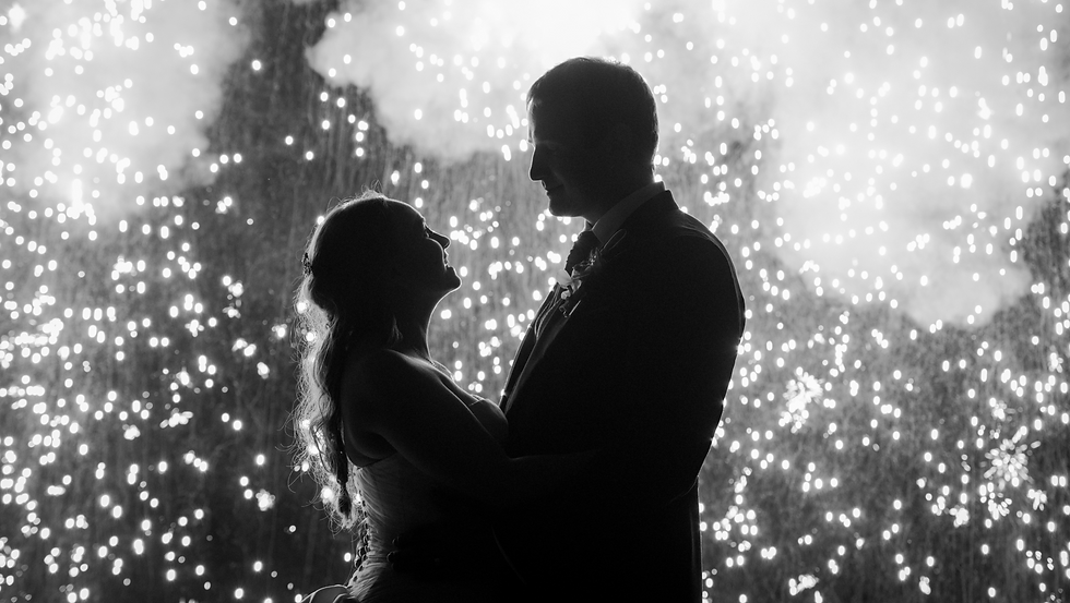 wedding%20portrait%20with%20sparkler%20curtain_edited.png