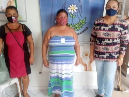 Entrega de cestas básicas para as famílias carentes da APAE Porto Seguro