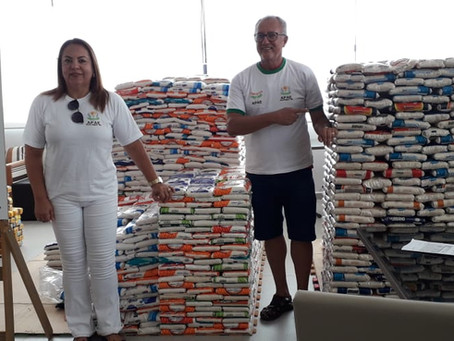 SESC doa 382 kg de alimentos para APAE Porto Seguro
