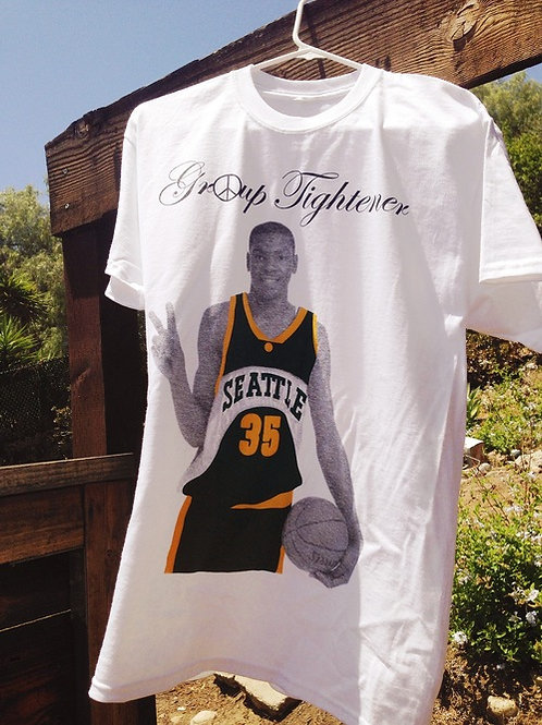Kevin Durant T-shirt by Andrew Kuo