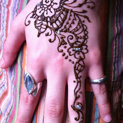 Henna artiste Hire