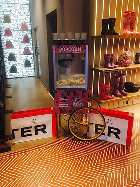 Hunter Boots Branded popcorn and toffee