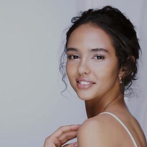 videoblocks-profile-shot-of-elegant-girl