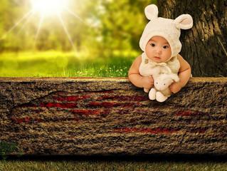 Un Bébé avec des oreilles de lapin !