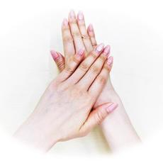 ④片方の手のひらで手の甲を擦る(両手行う)