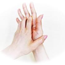 ⑤片方の手のひらで手の甲を擦る(両手行う)