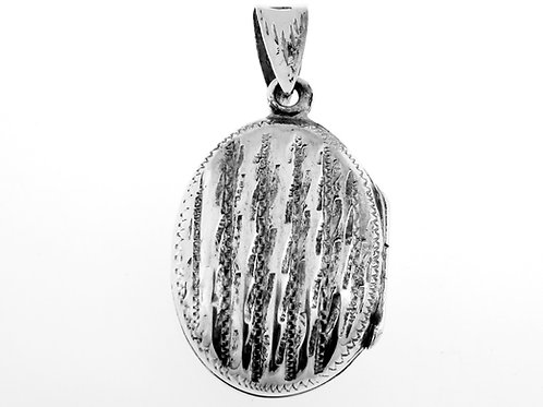 Vintage Sterling Silver 925 Engraved ellipse Locker Pendant Openes up