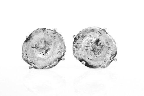 עגילים וינטג' מכסף סטרלינג 925 בעיצוב מודרני בעבודת פטיש ישראל שנות ה 70 aaronjewelryart.com