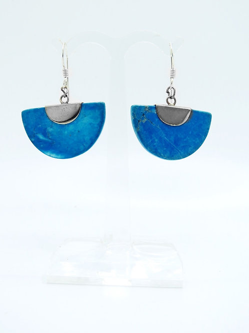 זוג עגילי וינטג' מכסף סטרלינג 925 משובצים אבן בצבע תכלת ובעיצוב קלאסי של מניפה aaronjewelryart.com