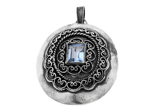 תליון סיכה וינטג' מכסף סטרלינג 925 מעוצב פיליגרין ומשובץ באבן אקוומרין