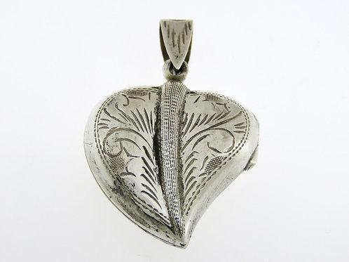 תליון וינטג' מכסף סטרלינג 925 בעיצוב לב עם חריטה נפתח
