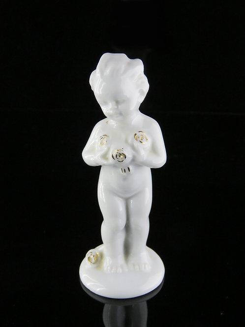 פסל וינטג' מפורצלן לבן מזוגג של ילדה קטנה המחזיקה שושנים פורחות צבועת בפסי זהב aaronjewelryart.com