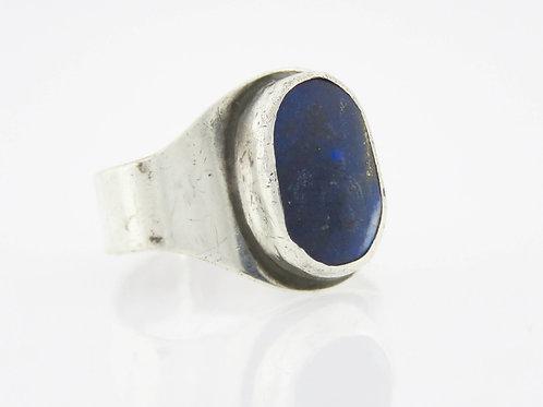 טבעת וינטג' מכסף סטרלינג 925 בשיבוץ אבן לאפיס לזולי בעיצוב קלאסי ישראל '60  aaronjewelryart.com