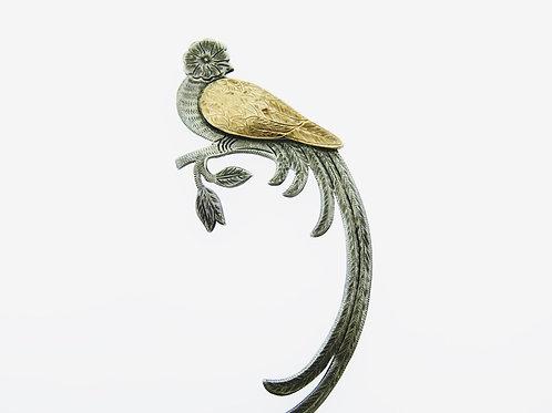 סיכה גדולה וינטג' מכסף סטרלינג 900 בשילוב זהב בעיצוב ציפור גן העדן בעבודת יד גואטמלה aaronjewelryart.com