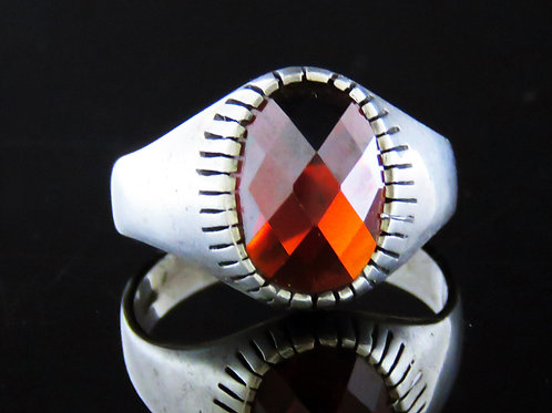 טבעת וינטג' מכסף סטרלינג 925 משובצת באבן גרנאט בעבודת יד ישראל 50' aaronjewelryart.com