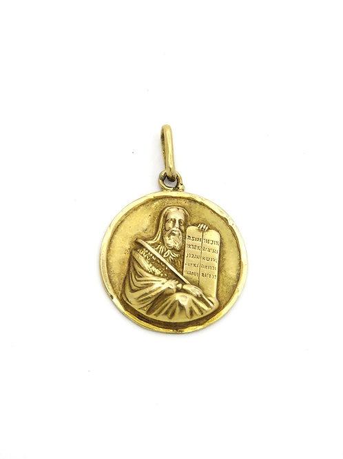 תליון זהב 18 קרט של משה רבינו אוחז בלוחות הברית עם עשרת הדיברות תוצרת אירופאי