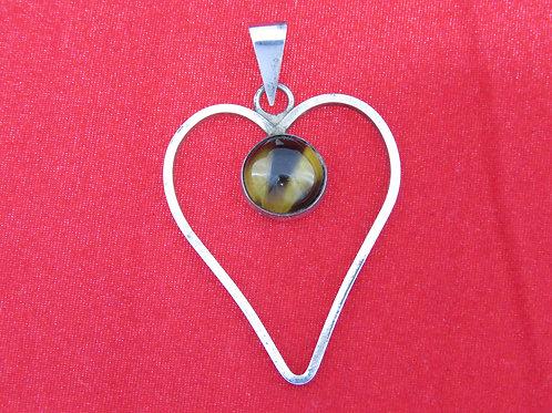 וינטג' תליון מעוצב משובץ באבן טייגר איי בתוך לב מכסף סטרלינג 925 ישראל '60