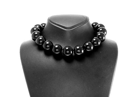 שרשרת וינטג' לצוואר עשויה מבקליט כדורים שחורים בגודל שווה אירופאי שנות ה-30 aaronjewelryart.com