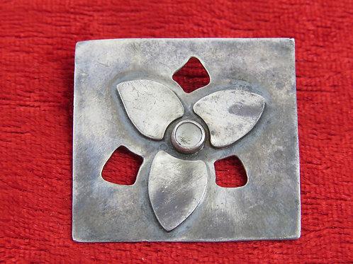 סיכת וינטג' מכסף סטרלינג 925 בעיצוב מודרני פירחי ישראל 70 '