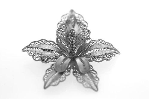 סיכת פרח עתיקה מעוצבת בפיליגרן מכסף סטרלינג 925 בעבודת יד 1900  aaronjewelryart.com