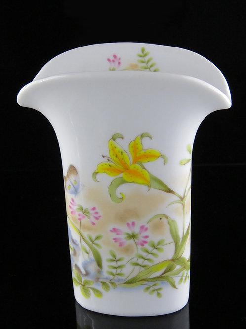 אגרטל פרחים מפורצלן לבן מזוגג ומצויר בעבודת יד בצבעי אמאיל פרחים ופרפרים  aaronjewelryart.com