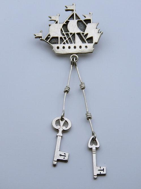 סיכה וינטג' מכסף 875 אוניית מפרש ו 2 מפתחות סמל העיר לנינגרד רוסיה הסוביטית aaronjewelryart.com