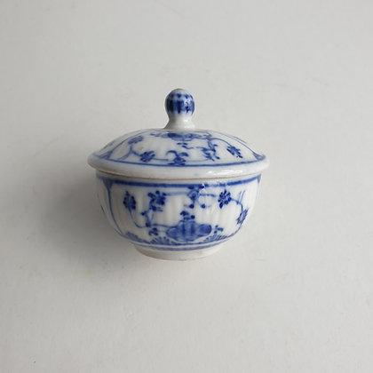 C3895, miniatuur porseleinen dekselpotje, 5,5cm hoog, 6 cm breed