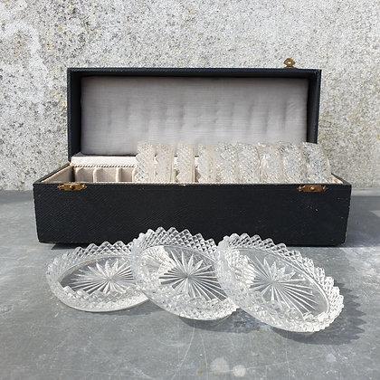 WS00021, Kristallen glasonderzetters in origineel doosje