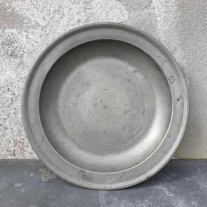WS00015, Kapitale Tinnen schotel, diameter 43 cm