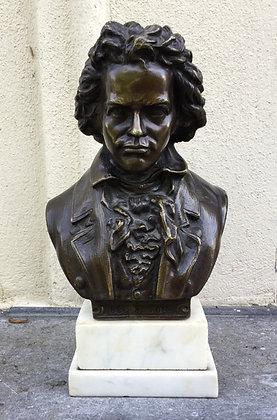 C4747V, Beethoven, bronzen beeld op marmeren sokkel