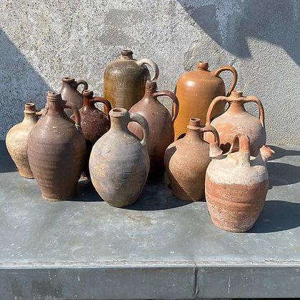 WS00073, Diverse oude waterkruiken bruin aardewerk, prijs per stuk