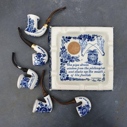 WS00027, Asbak met bijbehorende pijpen, Delfts Blauw, 20ste eeuws