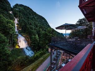 Giessbach Terrasse von oben Abendstimmun