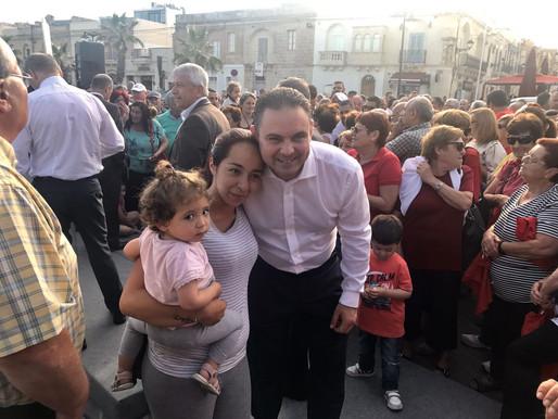 Owen Bonnici ngħaqad mal-iXlukkajri fil-merħba li ngħatat lill-Prim Ministru
