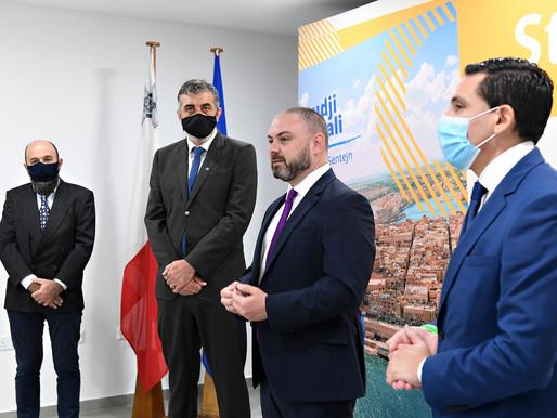Il-Ministru għall-Edukazzjoni u x-Xogħol iniedi żewġ kotba tal-Istudji Soċjali