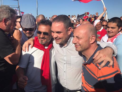 Folla enormi tagħti vot ta' fiduċja lil Joseph Muscat u l-Gvern tiegħu