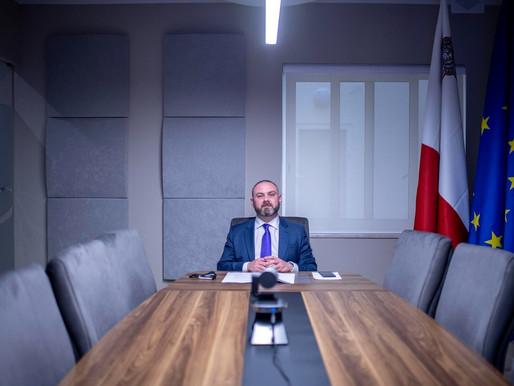 """""""Għandha tingħata prijorità lill-karrieri tar-riċerkaturi tagħna"""" – il-Ministru Owen Bonnici"""