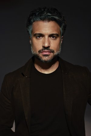 'Jane the Virgin' Star Jaime Camil Signs With Zero Gravity Management