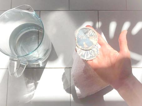 Oczyszczanie twarzy w wieczornej rutynie – demakijaż/ depielęgnacja