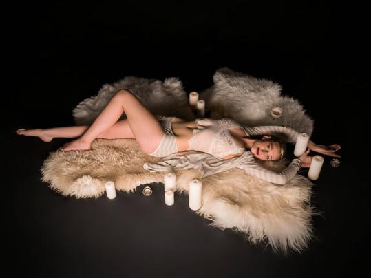 L'intimité féminine fascinait Karen, au point que son activité s'est déployée vers la création de lingerie.  Les collections sont éthiques et ludiques, joyeusement raffinées, et d'une belle coloration glamour…