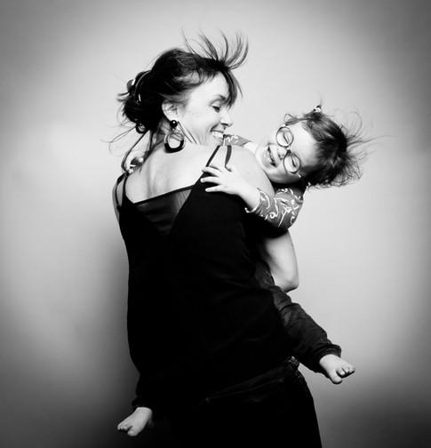Marie et sa fille Mila font les folles