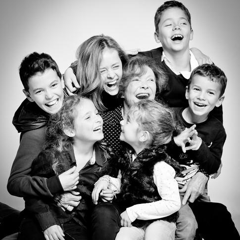 Arlette et ses six petits-enfants