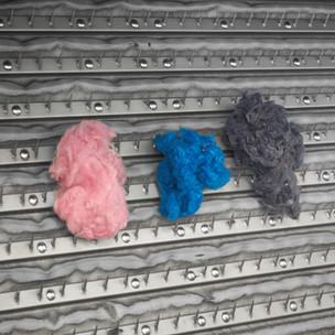 Gefärbte Wollflocken