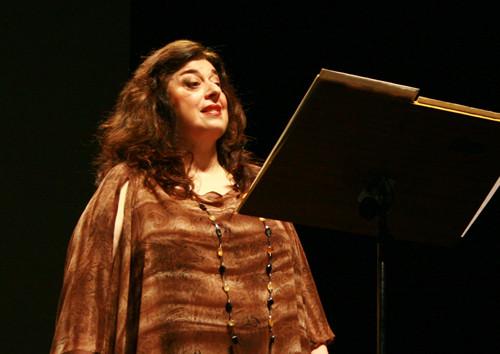 Adélia Issa - Soprano