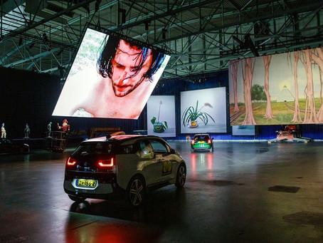 Hollandsk drive-thru-udstilling er en udsolgt, socialdistanceret succes