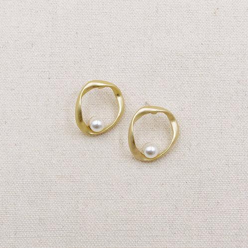 Irregular Round Rim Pearl Earrings