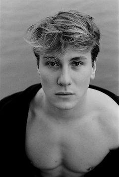 Portrait Fotografie Schwarzweiss mit Ilford Film in Hamburg, Location Aussenalster