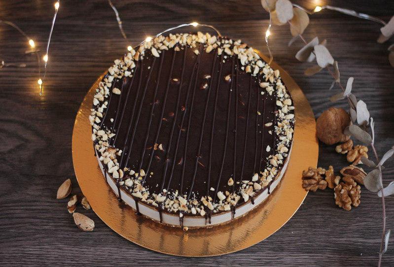 Торт сникерс (сверху).jpg