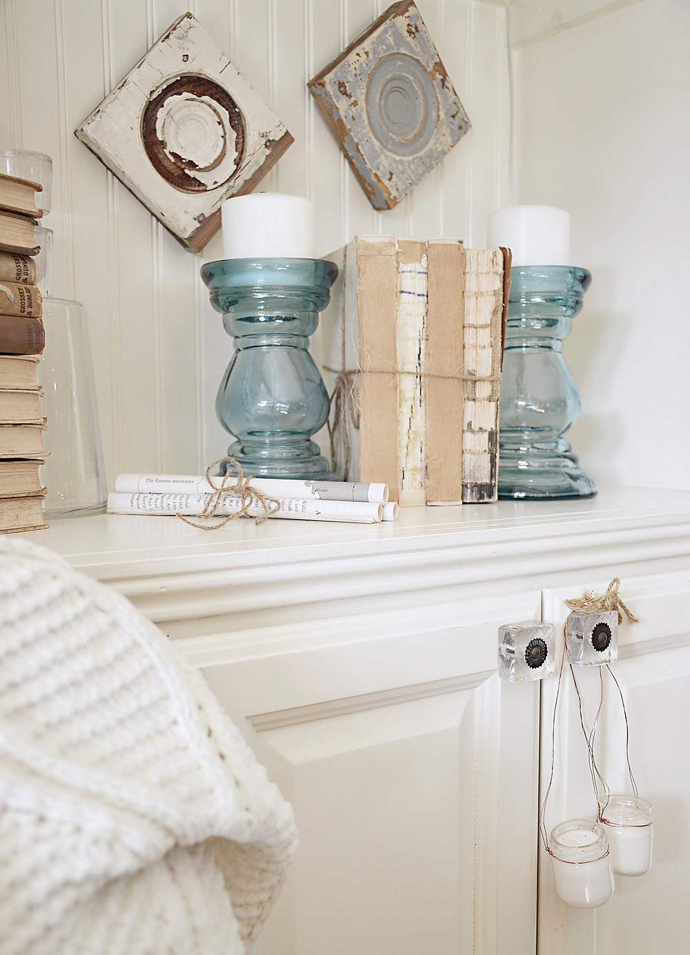 Simple Christmas and Winter Decor Shelfie